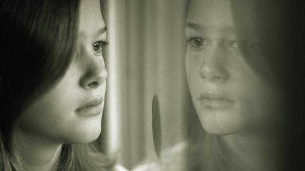 sad-girl-blue-depresion-triste-nina-joven-mujer-transtorno